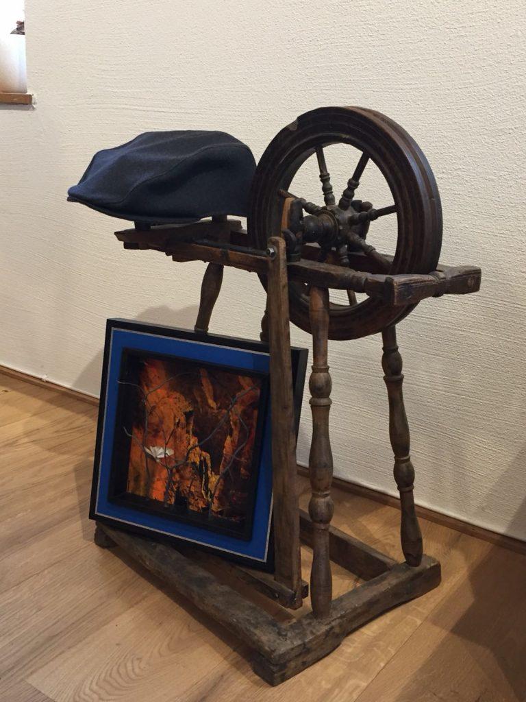 """Spinnrad in der Werkstatt """"Aurore et George""""; Foto: ©Schwarz auf Weiß"""