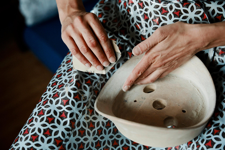 Aufarbeiten einer Krempenform; Foto: ©Ricardo Wiesinger
