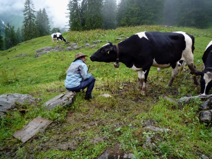 Mirjam Steinbock auf der Alpe; Foto: ©Mirjam Steinbock