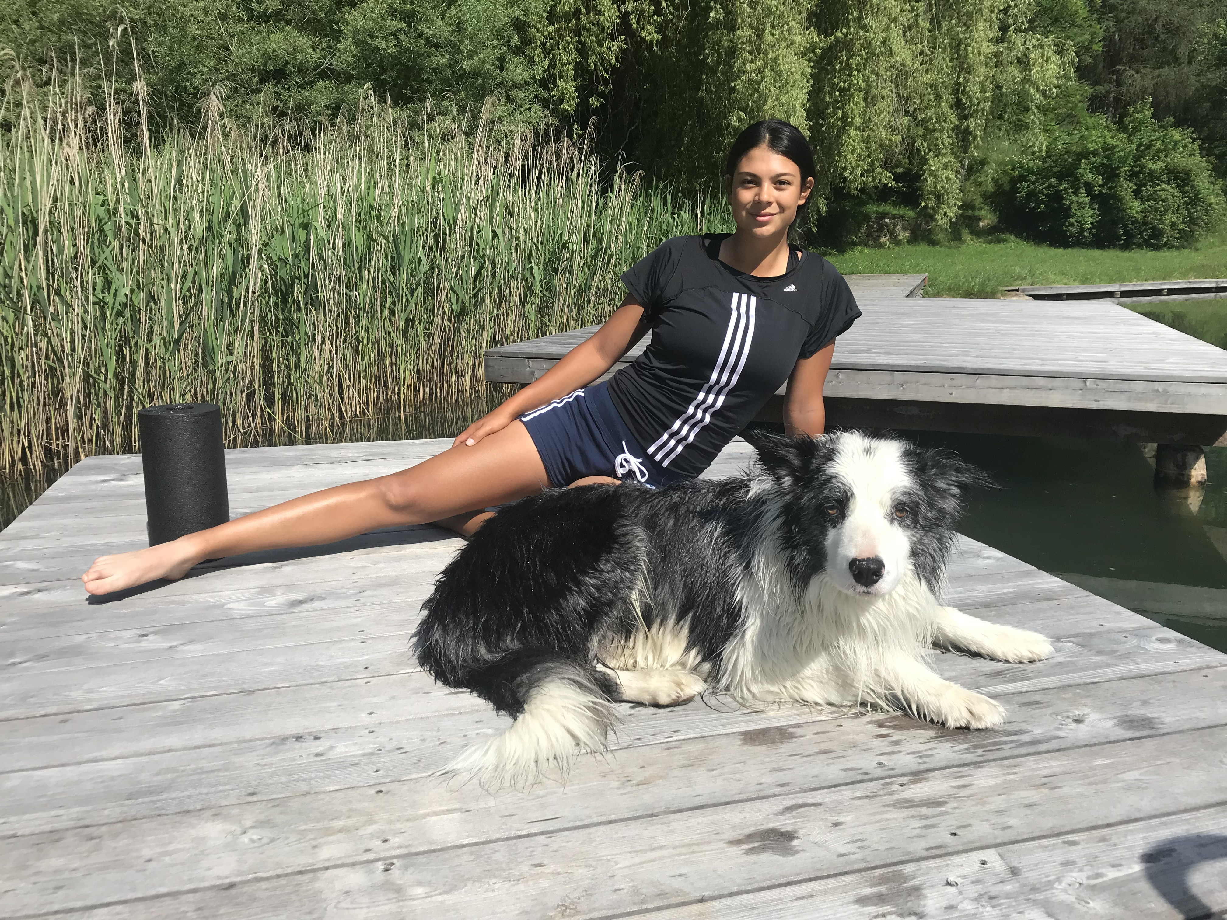 "Chantal Düringer beim Fitnesstraining mit Hund ""Eros""; Foto: ©Chantal Düringer"