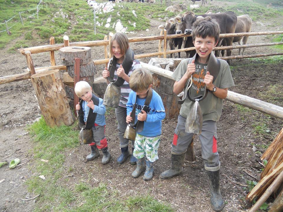 Heike Finks Kinder auf der Alp; Foto: ©Heike Fink