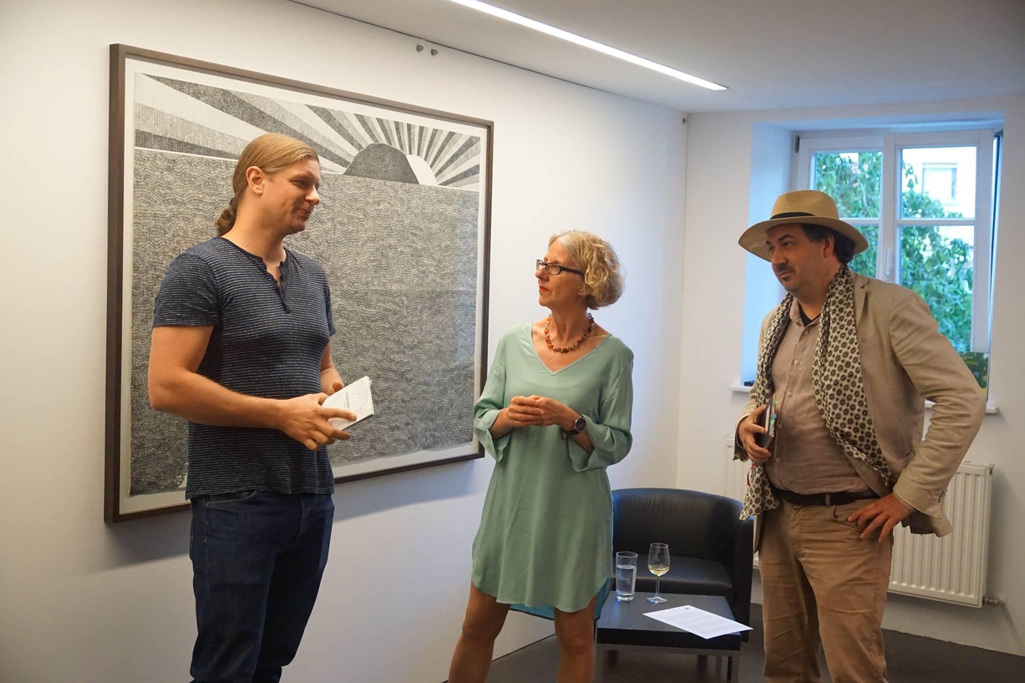 """2018 - """"Galerie.Z"""" im Gespräch mit Künstler Moussa Kone und Autor Alexander Peer; Foto: ©Galerie.Z"""