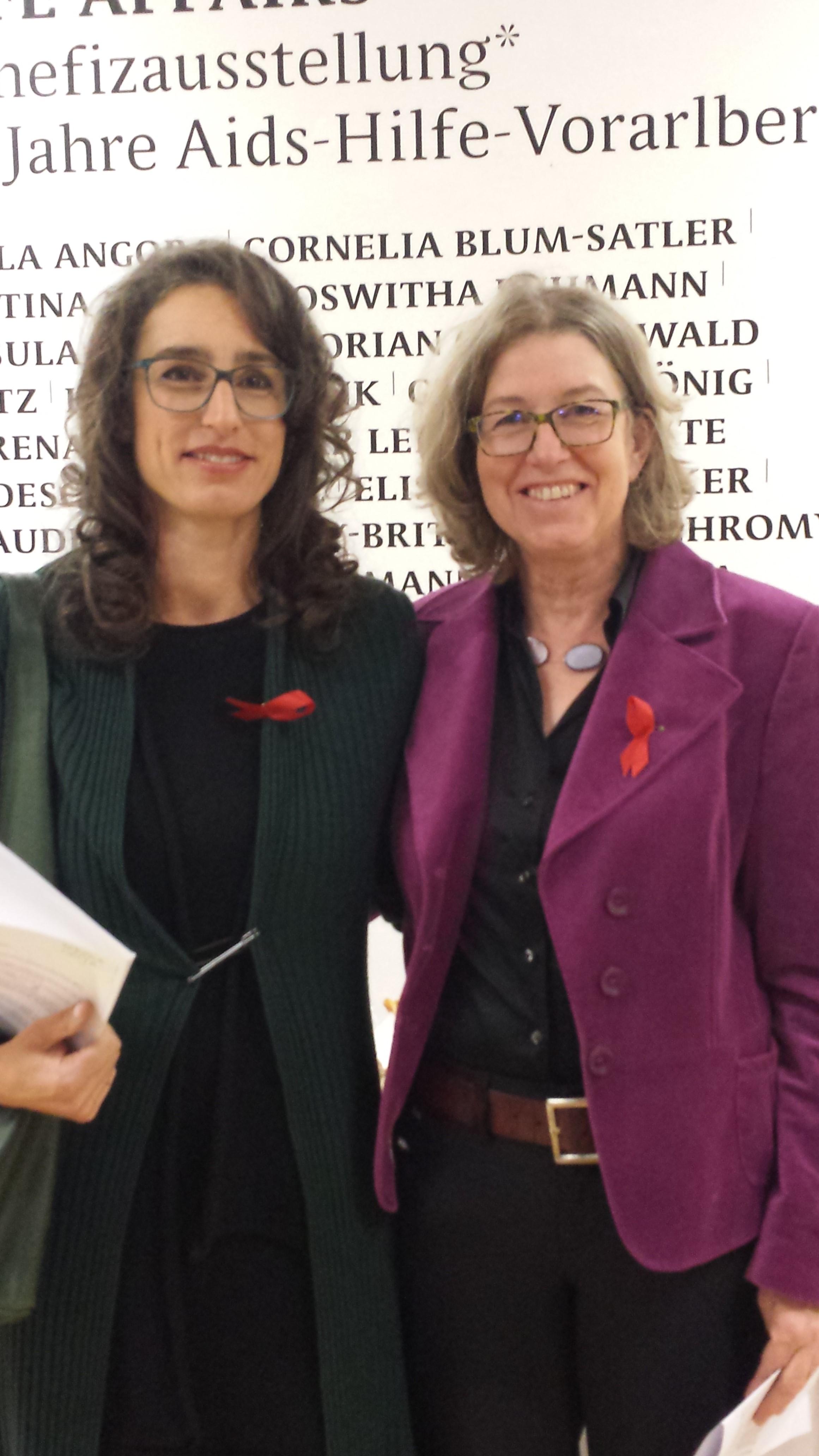 Benefizausstellung für 30 Jahre AIDS-Hilfe in der Villa Claudia. Gemeinsam mit Verena Leija, Künstlerin und ehem. Präventionistin der AIDS-Hilfe. ; Foto: ©AIDS-Hilfe Vorarlberg