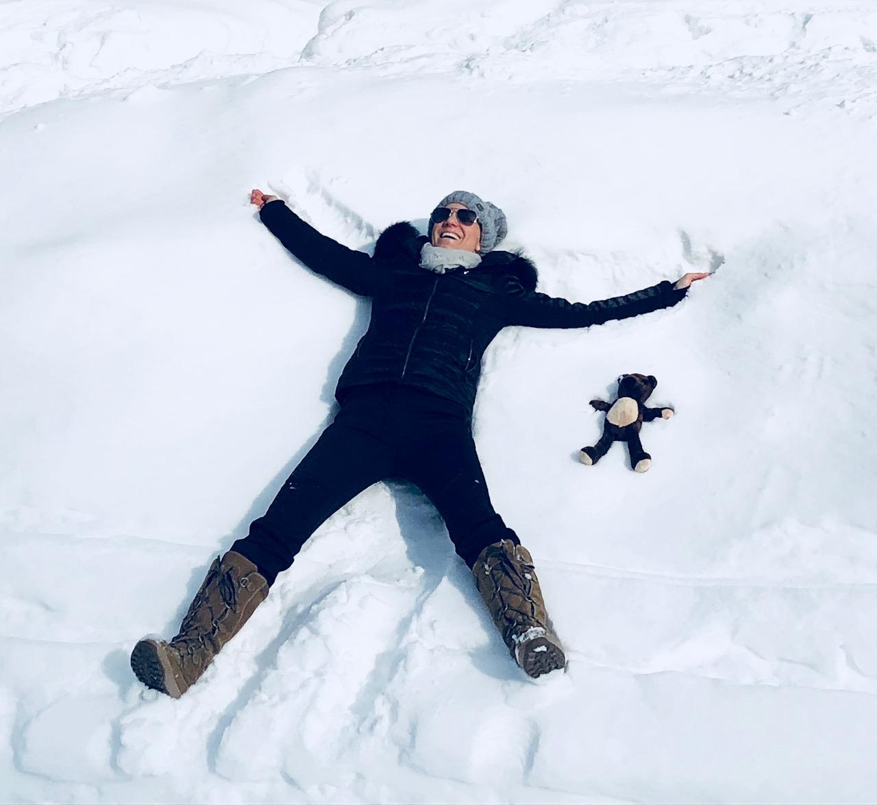 """Schneeschuhwandern mit """"Teddy Eddy""""; Foto: ©Ingrid Hofer"""