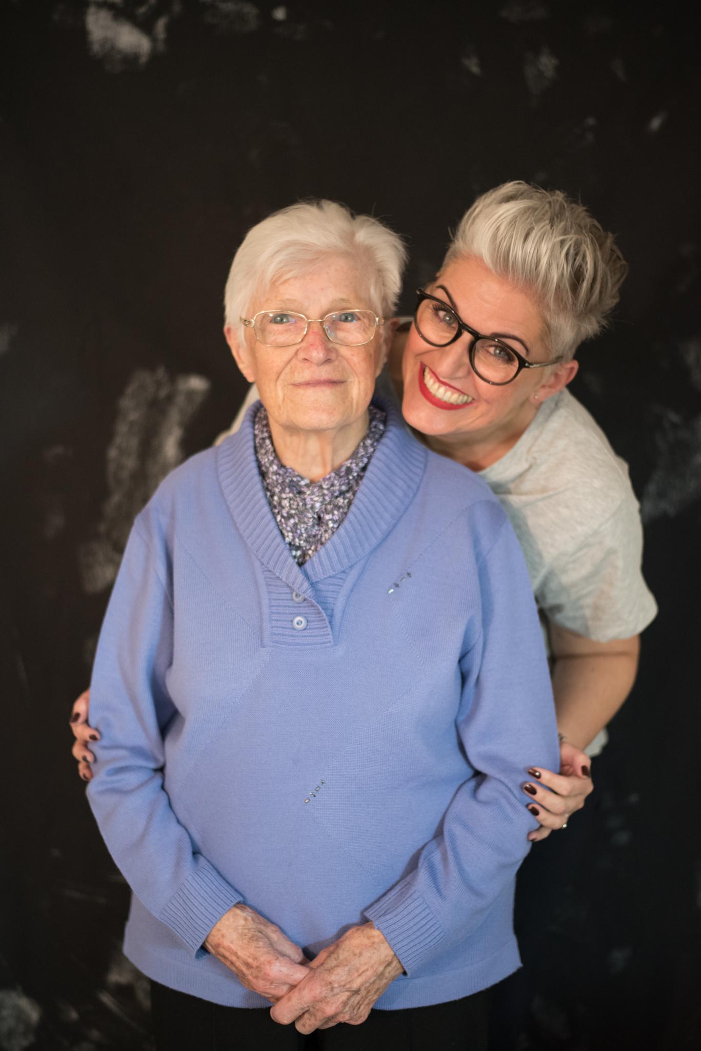 Manuela E. Hirt und ihr